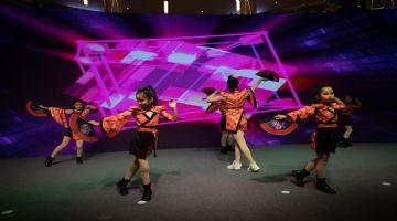 海�T小�W生流行街舞班金果果�W成品街舞表演