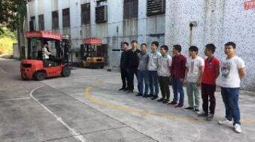 外地的过期的电工证焊工证在深圳龙华大浪新安教育可以年审换证在地铁站附近